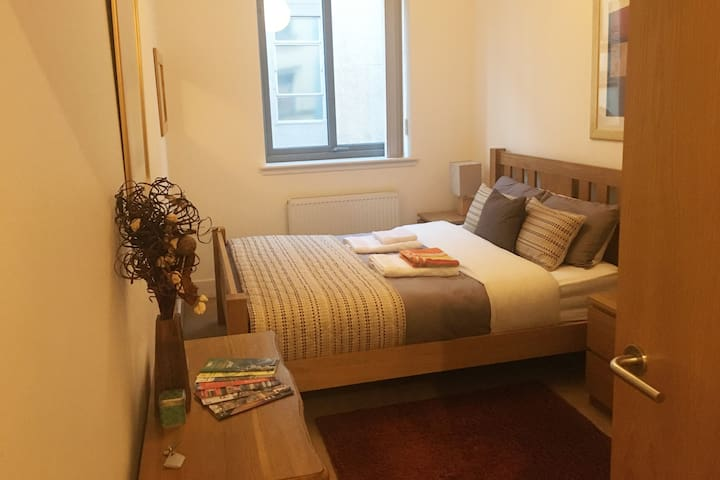 Double bedroom w/ private bathroom in city center