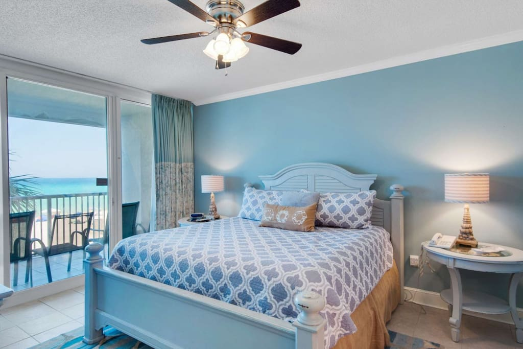 Enjoy the gulf view as you wake up from your king size bed!