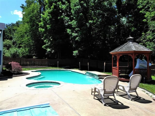 20% OFF Private Apt/Pool, Near I-95, Malls & D.C.