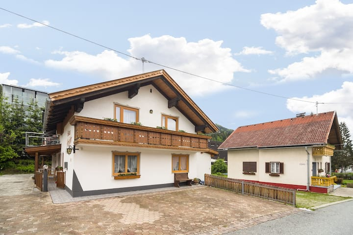 Ruhiges Apartment in Tröpolach mit Swimmingpool