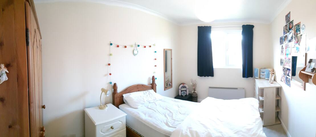 Single room, Channel Tunnel 10/Dover25 min