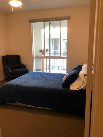 Comfortable & Quiet Carmel Valley Room