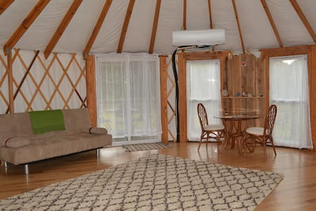 Countryside Yurt for a Peaceful Retreat