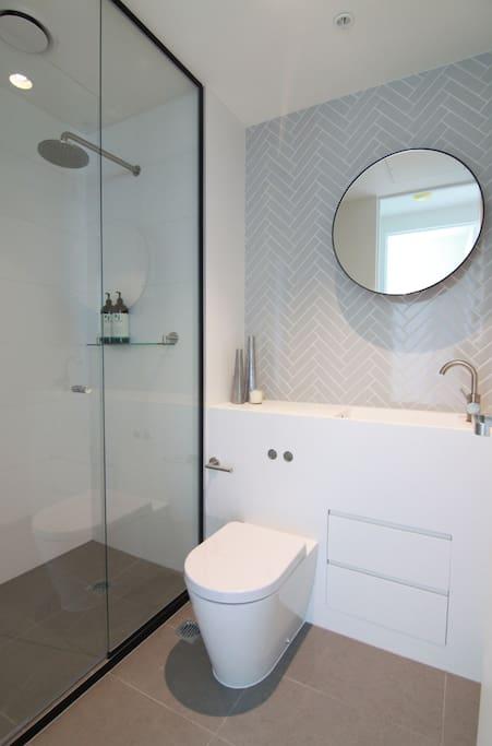 apartment in the clouds 53 wohnungen zur miete in melbourne victoria australien. Black Bedroom Furniture Sets. Home Design Ideas