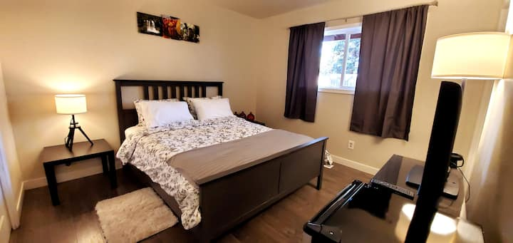 Bend Base Camp-Walk to the river & pet friendly!