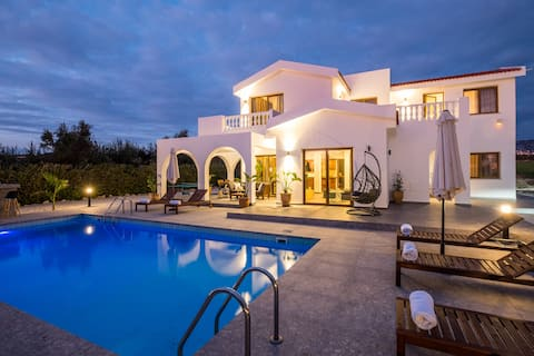 Cocoon Luxury Villa in Coral Bay-3 min to Beach