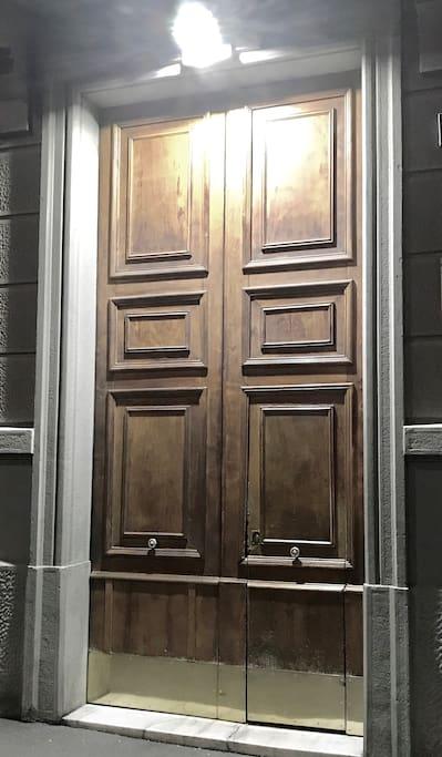 Antico portone d'ingresso