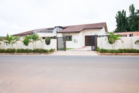 5 bedroom bungalow, East Legon