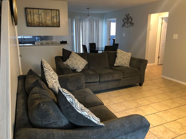Nice Townhome near Lackland AFB