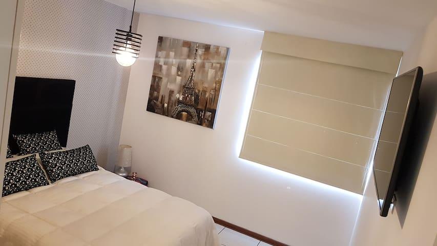 Dormitorio con box de 2 plazas , tv smart, amplio closet