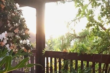 Room in Artist Inspired Mountain Retreat / Malibu - Calabasas - House