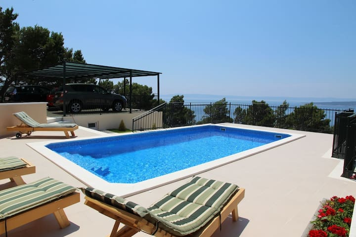 ctbr223/ Holiday house with private pool, 2 units, 4 + 2 persons, a beautiful view on the islands and the mountain Biokovo