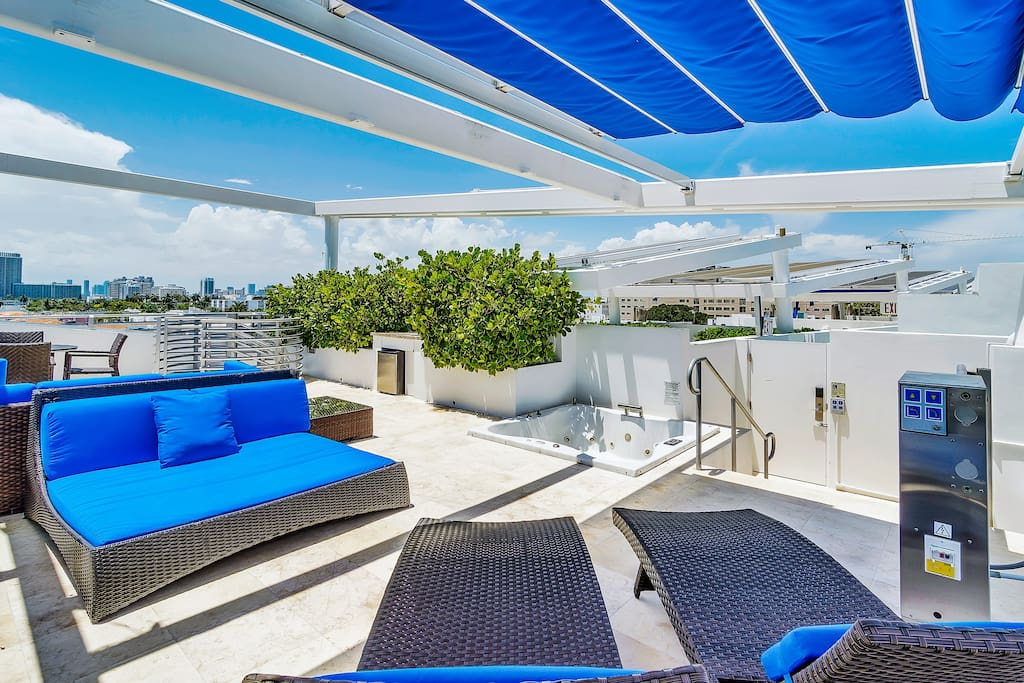 Fully equipped and completely private rooftop terrace with hot tub!