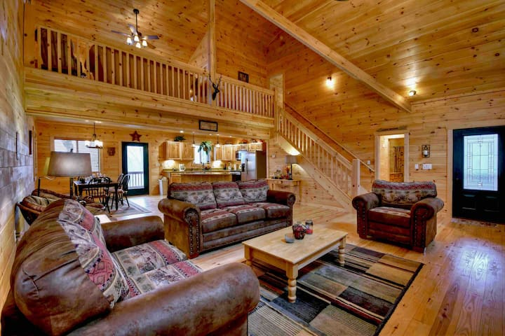 Deer Valley-Luxury, hot tub, fire pit, game room