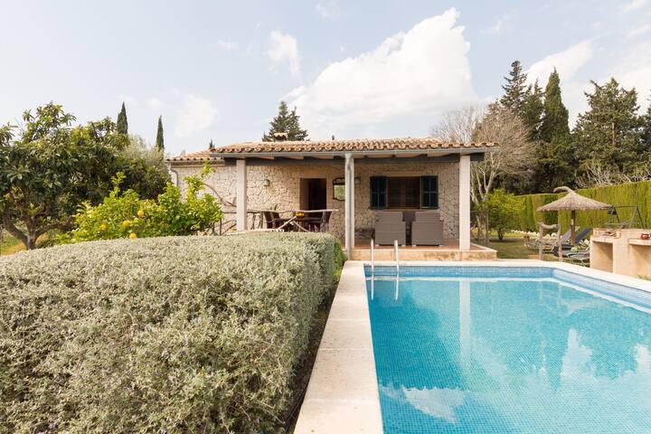 Finca with pool in the Serra de Tramuntana
