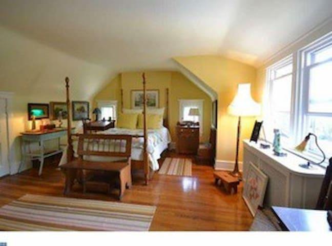 Cozy Room in Lovely Home (3rd Floor) - Lansdowne - Huis