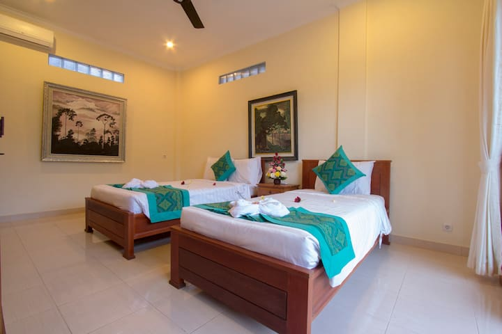 Twin Room with Garden View and AC