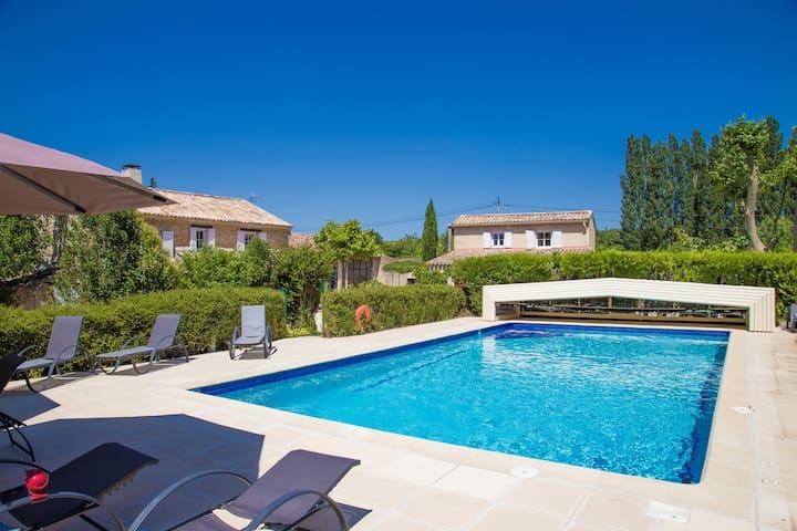 une chambre chez l habitant avec piscine