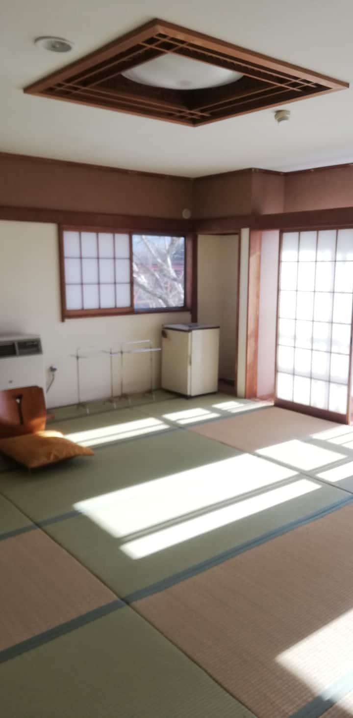 SL電車スポット部屋8人まで可能。トイレ、お風呂、シャワー室付き部屋NO.8中長期可。ワーケーション