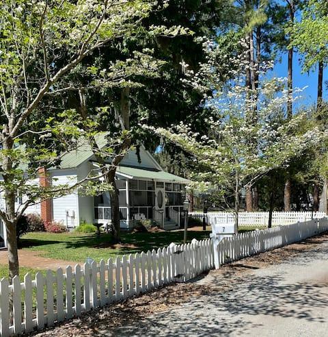 Historic Coastal Cottage on Isle of Hope
