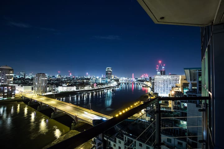 Stunning 360° Views of London Penthouse