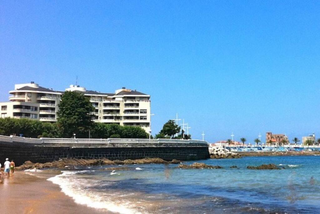 Lujoso piso junto al mar y la playa apartamentos en for Hoteles junto al mar