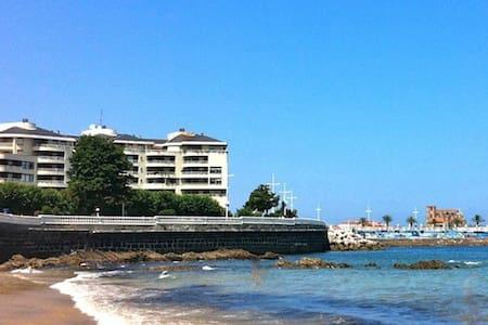 LUXURIOUS FLAT NEXT SEA AND BEACH - Lägenhet