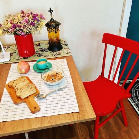 罗小蟹的家,Summer's sweet home,欢迎做客 - Wulumuqi Shi