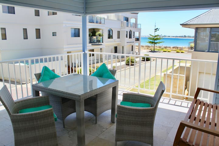 Hampton's Style Studio Apartment, 3 Bedrooms, Luxe - Mandurah - Huoneisto