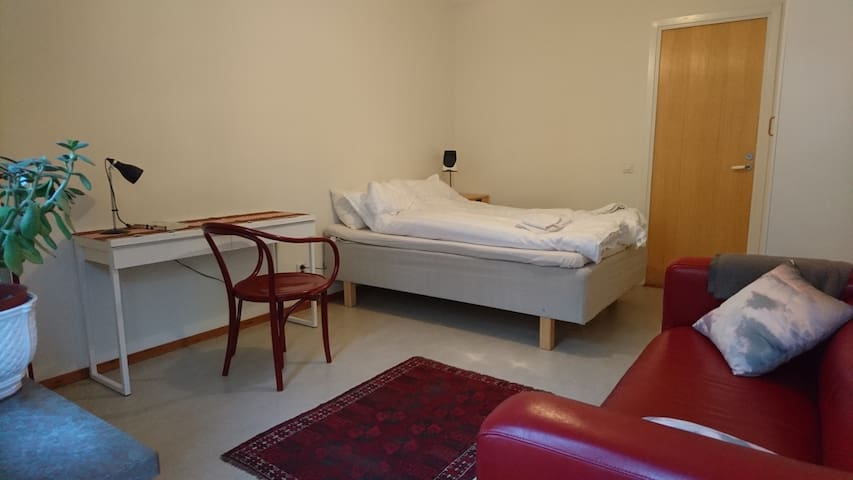 One of the rooms has a queenbed (140 cm), a couch and a small table. Two wardrobes as well.