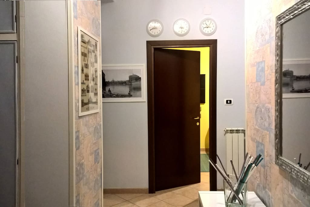 The Entrance: a confortable colour give you their welcome.