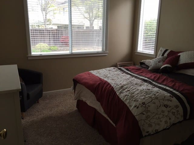 Private and quiet beautiful room - Benicia - House
