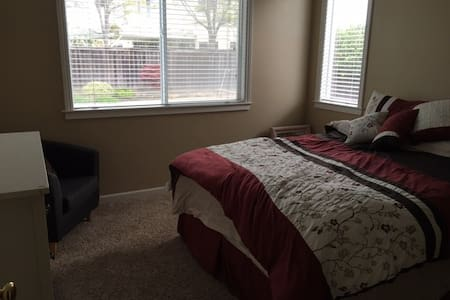 Private and quiet beautiful room - Benicia