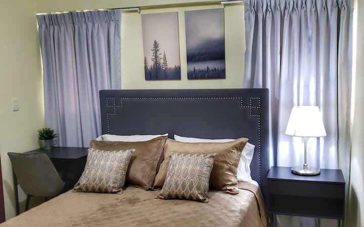 Lovely Room with All Amenities - Evaristo Morales