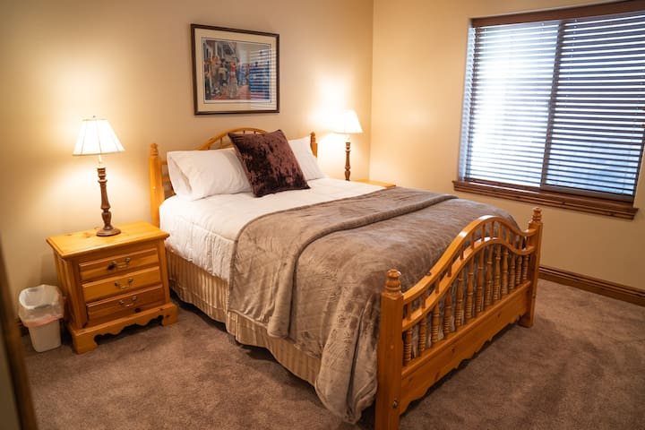Cozy room located in the heart of Silicon Slopes.