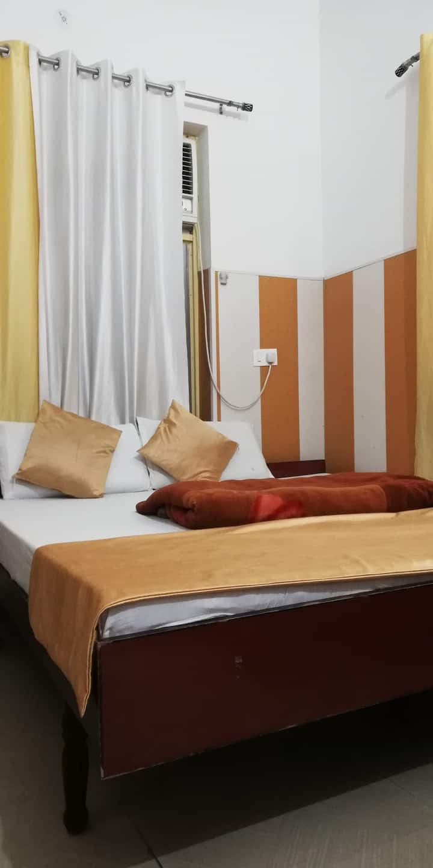 RishikeshStay-Centrally Located Room1