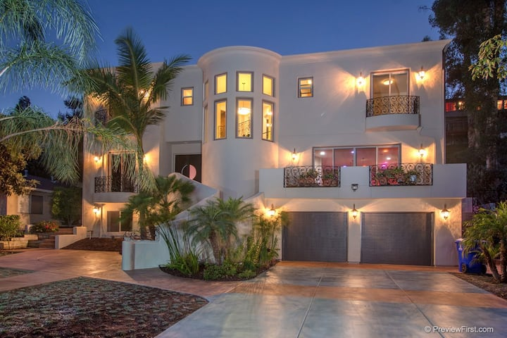 750 Sq. Ft. Luxury Penthouse Suite