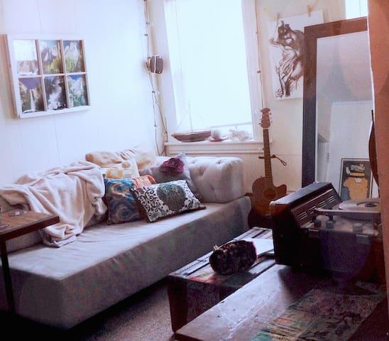 Artsy Room-Near train to NYC &Beach - Fairfield - Appartement