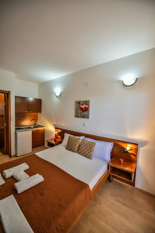 Bonita-Standard dbl room with balcony,no sea view