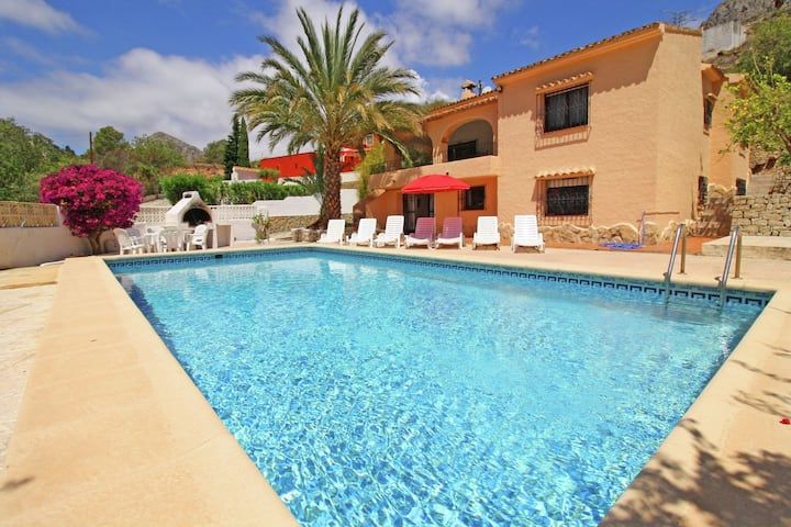 Detached villa with private swimming pool in Calpe suitable for families and groups