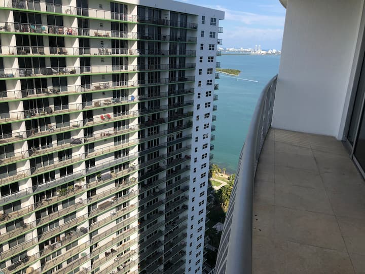 HIGHRISE WITH SOUTH BEACH VIEW IN DOWNTOWN MIAMI