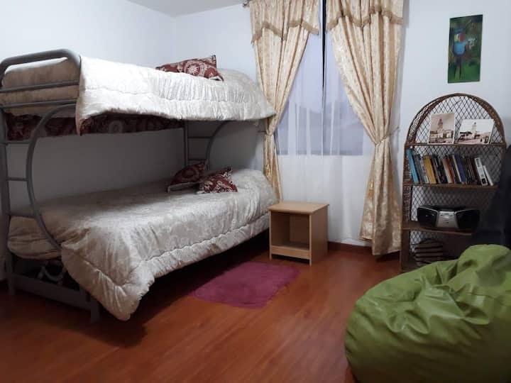 Cálida habitación en el centro de Quito