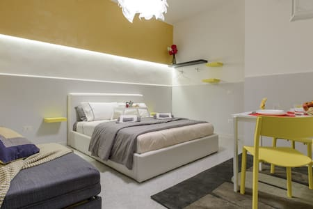 HomeInn Spaccanapoli Loft in the old town - Naples