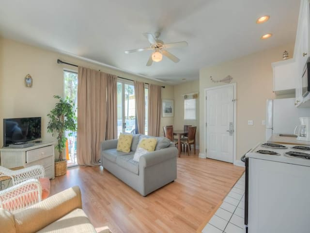 Updated, bright cottage, Steps to the beach, Close to entertainment