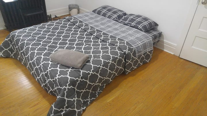 ! BRIGHT COZY ROOM CLOSE TO DAVISVILLE SUBWAY