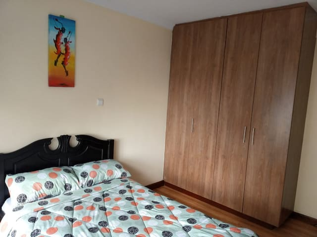 Bright, Comfy room in the heart of Kilimani!