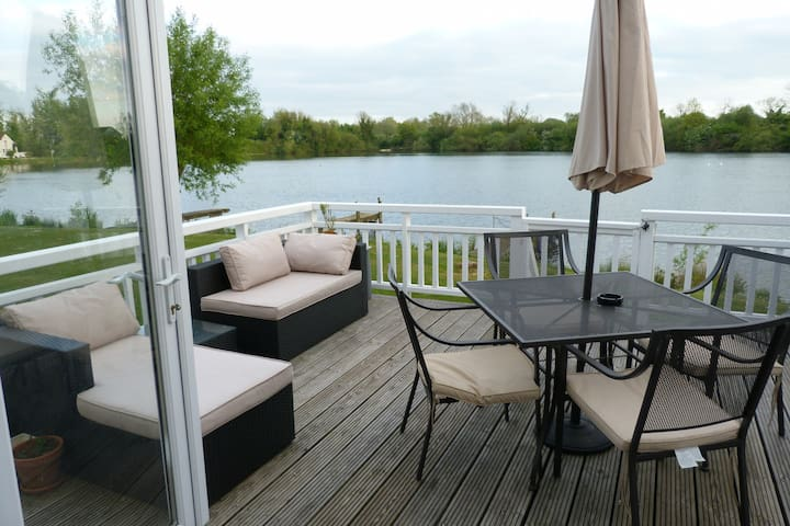 Beautiful Lakeside Lodge - Sleeps 6