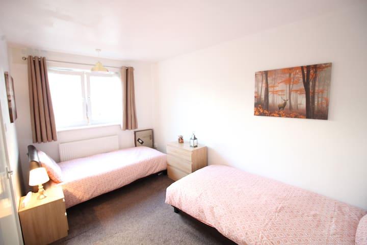 (SH2) Lovely Cozy Twin Room in London Zone 2