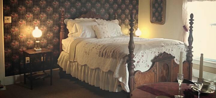 Inn at Yadkin Creek B&B - The Timeless Room