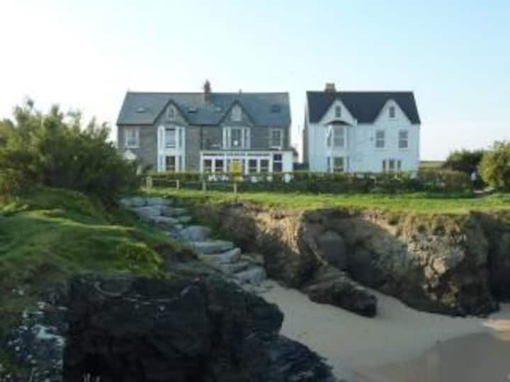 Craig y Mor; Beach side apartment